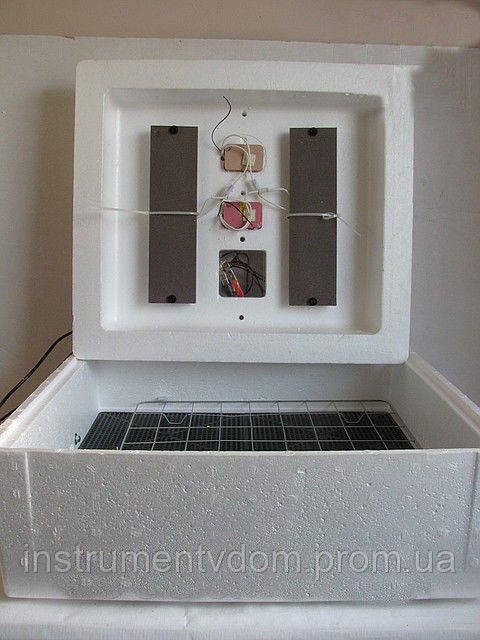 "Инкубатор для яиц ""Несушка"" с цифровым терморегулятором (на 77 яиц)"