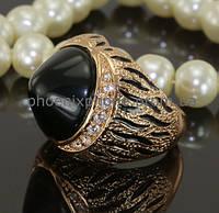 Видное кольцо с крупным фианитом, покрытое золотом (130491)