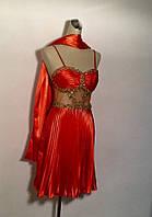 Платье банкетное женское летнее шелковое короткое с палантином красное яркое модное стильное