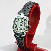 Советские женские часы на браслете Чайка