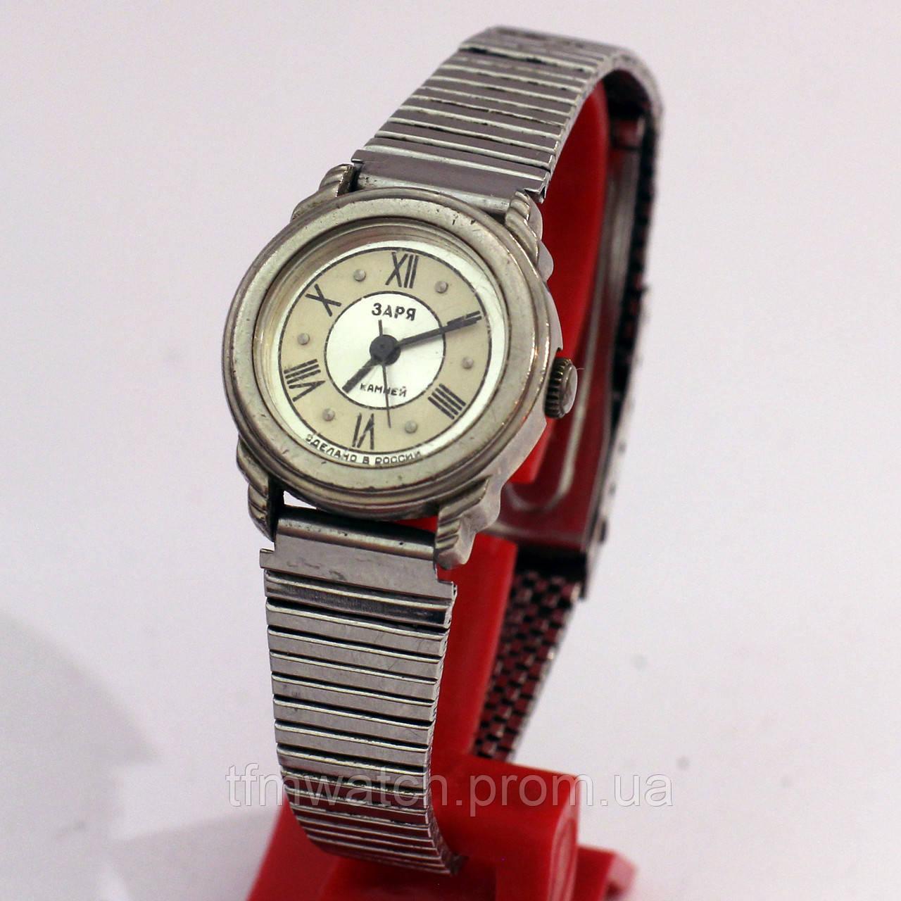 Заря женские часы на металическом браслете