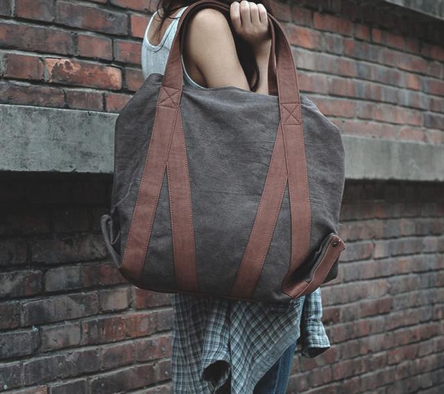 Девушка с сумкой-шоппер Scotton