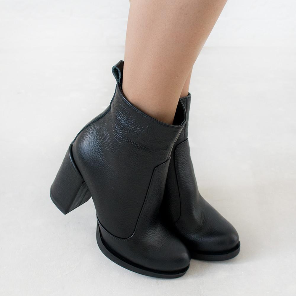 Ботинки на широком каблуке из натуральной кожи черный