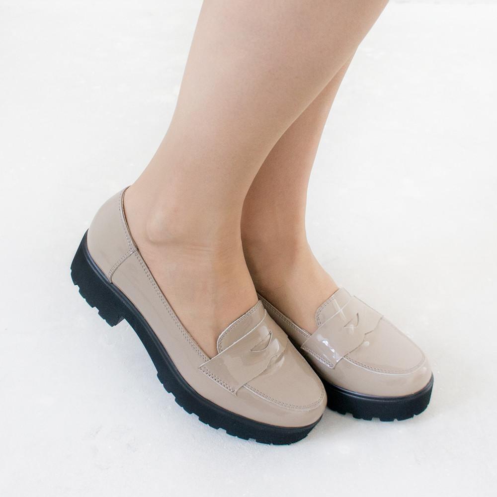 Туфли женские на низком ходу 38 размер маломерные из лакированной кожи Woman's heel на тракторной подошве