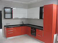 Кухня с МДФ фасадами и встроенной бытовой техникой Bosch