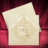 Пригласителье в тонах айвори с бархатным узором, оригинальные свадебные приглашения