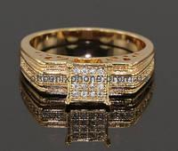 Стильное кольцо с фианитами, покрытое золотом (133620)