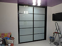 Роздвежные двери белое стекло на заказ