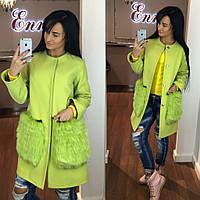 Элегантное кашемировое женское пальто салатового цвета с натуральным мехом песца на карманах
