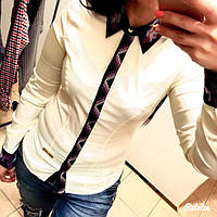 Женская стильная рубашка с цветной вышивкой