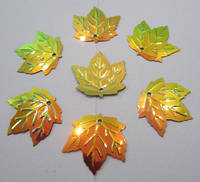 """Паєтки """"листок клена"""" 23*21 мм, упаковка 5 г (біля 38-40 шт). Золотисто-зелені з голографічним ефектом, фото 1"""