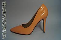 Оранжевые лаковые туфли лодочки на шпильке