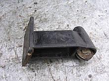 Ролик нижний сдвижной боковой двери б/у на Renault Trafic год 12980-2000