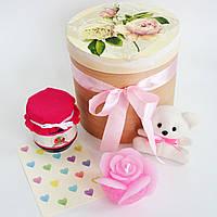 Большой подарок с мишкой, свечой и вареньем