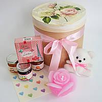 Большой подарок с мишкой, свечой, вареньем и шоколадом