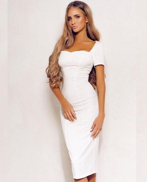 Облегающее платье с квадратным декольте