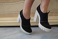 Стильные модные женские замшевые черные ботиночки на тракторной подошве.  АРТ-0514