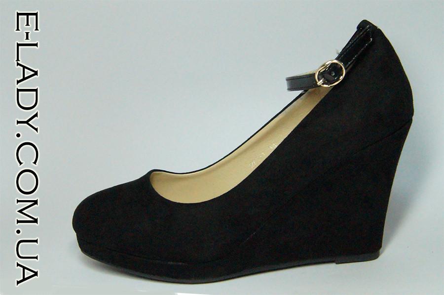 a38aaef1517b Черные замшевые туфли на танкетке Vices с ремешком  продажа, цена в ...