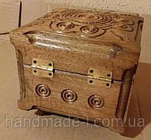 Шкатулка деревяна різьблена ручної роботи квадрат