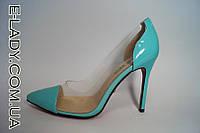 Бирюзовые лаковые туфли с прозрачными вставками на шпильке