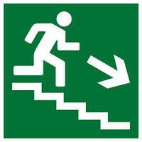 """Знак """"Направление к эвакуационному выходу (по лестнице направо вниз)"""""""