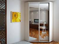 Угловой шкаф-купе эконом 31 (1 дверь зеркало и 1 дверь пескоструй) 1100*2400*1100 мм.