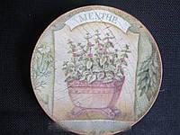 Тарелка деревянная декорирована в технике декупаж