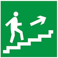 """Знак """"Направление к эвакуационному выходу (по лестнице направо вверх)"""""""