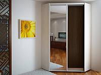 Угловой шкаф-купе эконом 32 (1 дверь ДСП и 1 дверь зеркало) 1200*2400*1200 мм.
