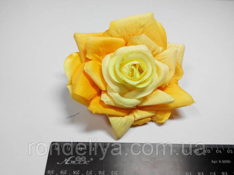 Троянда жовта