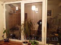 Трехстворчатое металлопластиковое окно REHAU с ручкой Рехау (098) 777-31-49
