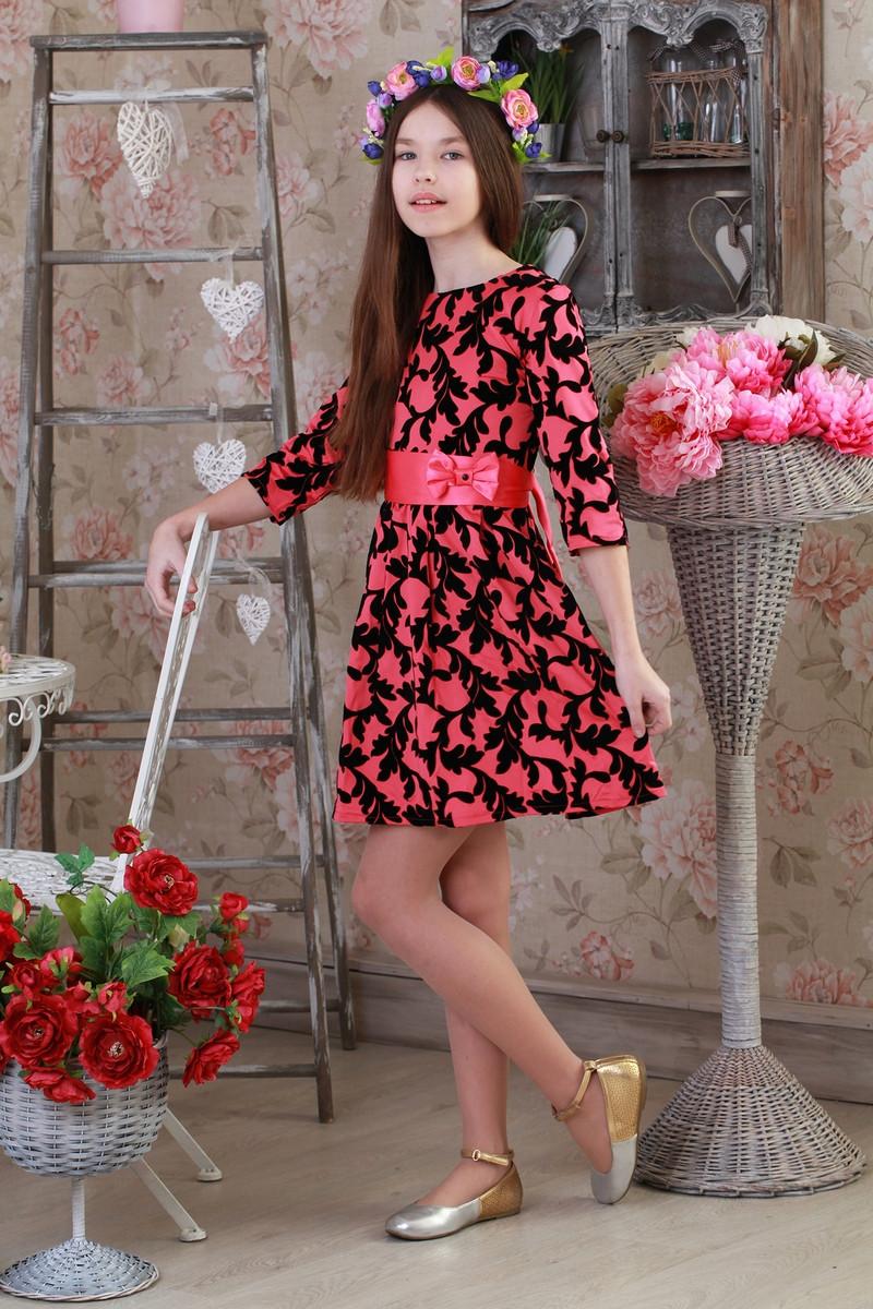 Красивое, стильное детское платье с цветочным принтом.