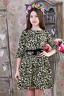 Красивое праздничное детское платье с цветочным принтом.
