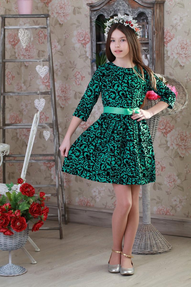 Стильное праздничное детское платье с цветочным принтом.