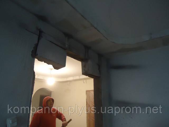 Отвір в стіні