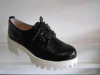 Туфли женские лакированные на тракторной подошве