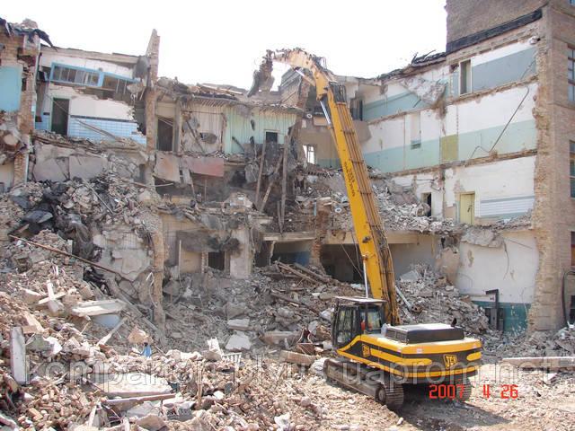 Руйнування промислового будинку
