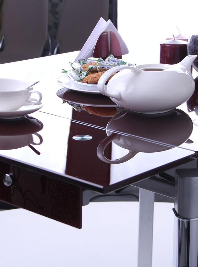Стол обеденный Сабрина B179-60 База хром. Каркас: Хром низ/черный (глянцевый) эмаль-верх. Столешница: Тонированное стекло/бордо/узор 10 мм. Функция стола: Обеденный раскладной.