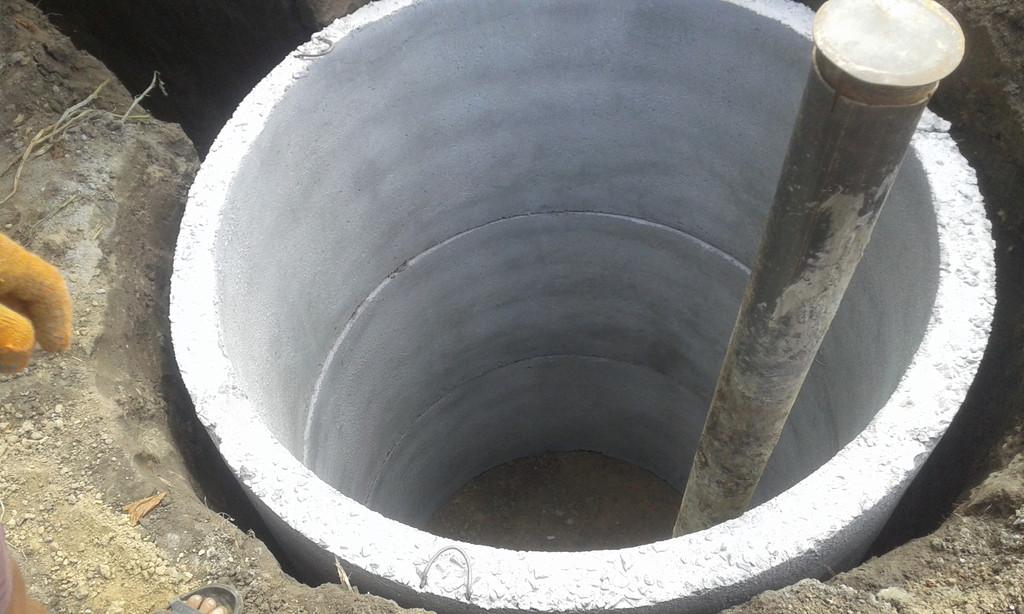 Выкопали приямок для скважыны в г.Тетиев Киевской области.