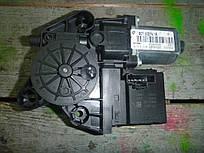Моторчик стеклоподъемника пер. прав. Renault Scenic III 09-- (Рено Сценик 3), 807302741R