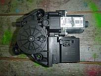 Моторчик стеклоподъемника зад. прав. Renault Scenic III 09-- (Рено Сценик 3), 827303178R