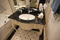Столешница в ванную комнату мраморная Negro Marquina