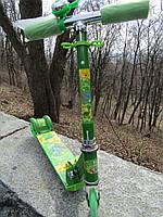 Самокат детский трехколесный металлический зеленый Динозаврики