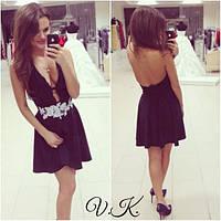 Замшевое платье с открытой спиной и глубоким декольте