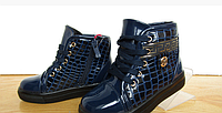 Лаковые синие ботинки
