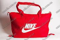Спортивная женская сумка Nike красного цвета, тканевая