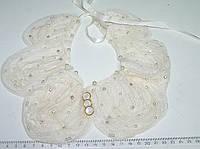 Воротничек из жемчужных бусин белый