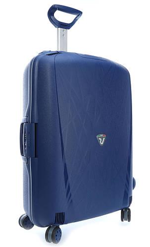 Легкий средний чемодан из пластика 70 л. 4-колесный Roncato Light 500712/83 т. синий