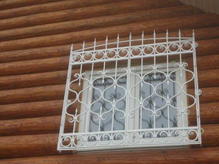 Кованая металлическая решетка