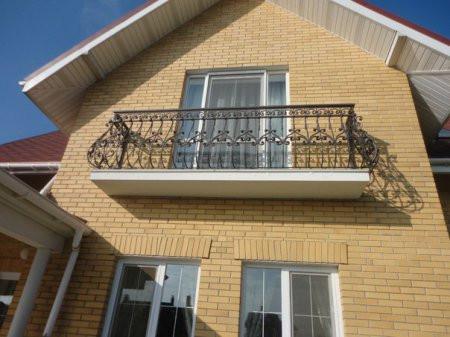 Балконное огражедение с орнаментом